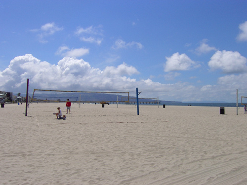 Volleyball playing on Hermosa Beach