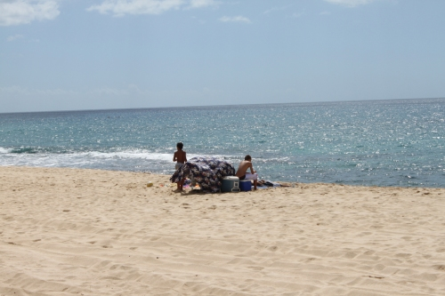 Hawaii 2012 - blog picnicing on the beach